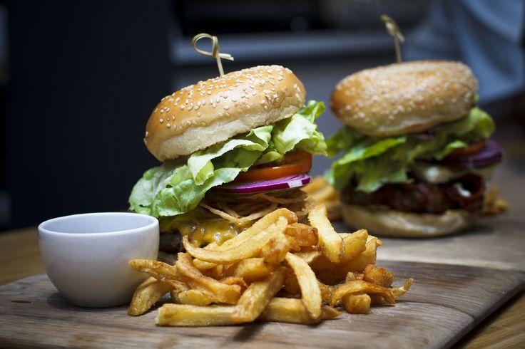 NEW terrace cheeseburger at Peddlars & Co.