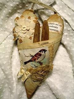 Sweet bird heart by Dorthe!Heart Pocket, Heart Ornament, Heart Birds, Fabrics Heart, Heart Vintage, Sweets Birds, Birds Heart, Fabric Hearts, Birds Image