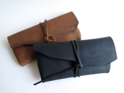 Cousu main Matte Black / Brown Leather Case - vedette sur front Page d'Etsy