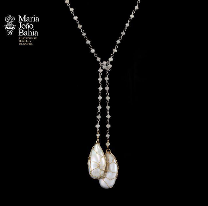 Breathtaking Necklace with White Diamonds Pearls and Yellow Gold by #MariaJoãoBahia #authorjewelry  #eleganceisanattitude #30anniversarymariajoaobahia #joiasdeautor #30anosmariajoaobahia #DJWE16