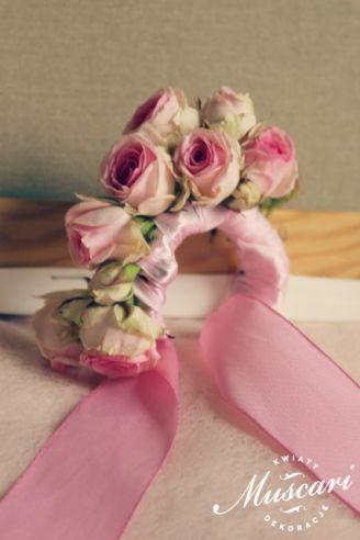 Ślubna bransoletka z róż dla świadkowej