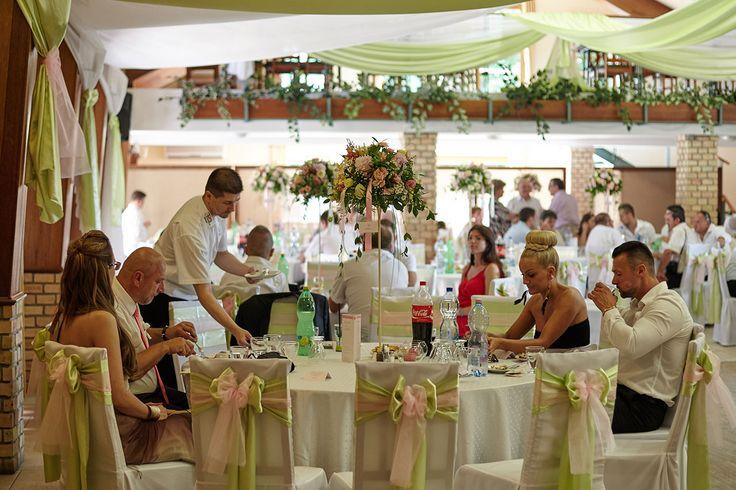 Esküvői Helyszínek / Hungarian wedding venues  Újhartyán Faluközpont tapasztalataim. Közel Budapest és Kecskemét. Baráti az egész.