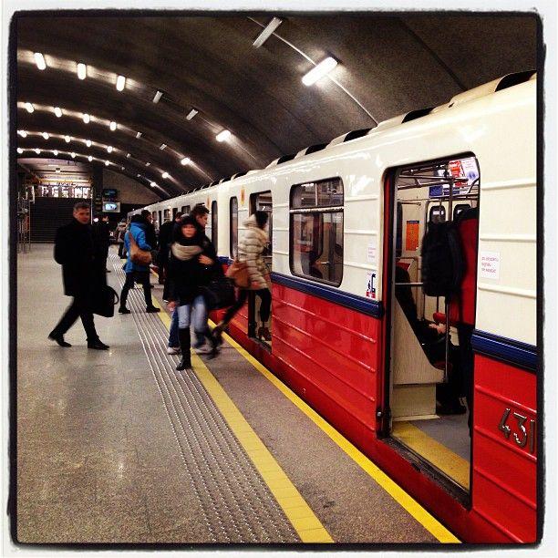 Die Besten 25 Metro Fliesen Ideen Auf Pinterest: Die Besten 25+ Warsaw Metro Ideen Auf Pinterest