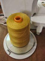 truco: cómo sujetar bobinas grandes máquina de coser