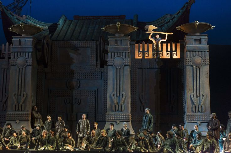 The 	executioner and the crowd in front of Emperor Altoum's palace from Turandot