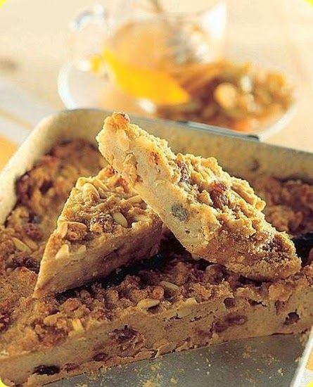 Pandolce all'uvetta e pinoli.   Il Miele di Acacia è il più conosciuto, maggiormente apprezzato e richiesto per le sue proprietà terapeutiche, senza dubbio il miele uniflor...