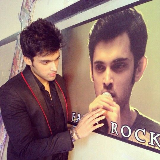 Parth think tht who is this? Ohh  is this manik the manik malhotra..... kaisi yeh yaariyan