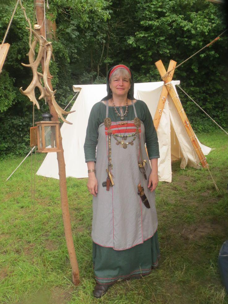 Interpretation schwedische Wikingerfrau, Birka - neues Gewand für Grefrath :-) (Leinenes Untergewand, Hängerock in wollenem Diamantköper, Borte nach Birkafunden)