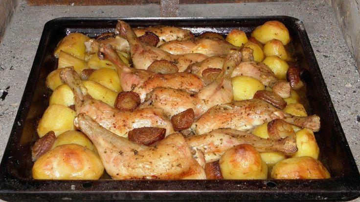Hozzávalók: • 4 szelet csirkemell filé • 2 db paprika • 8 szelet bacon • 4 szelet sonka • 2 db hegyes erős paprika • 2 szál újhagyma • 20 dkg reszelt...