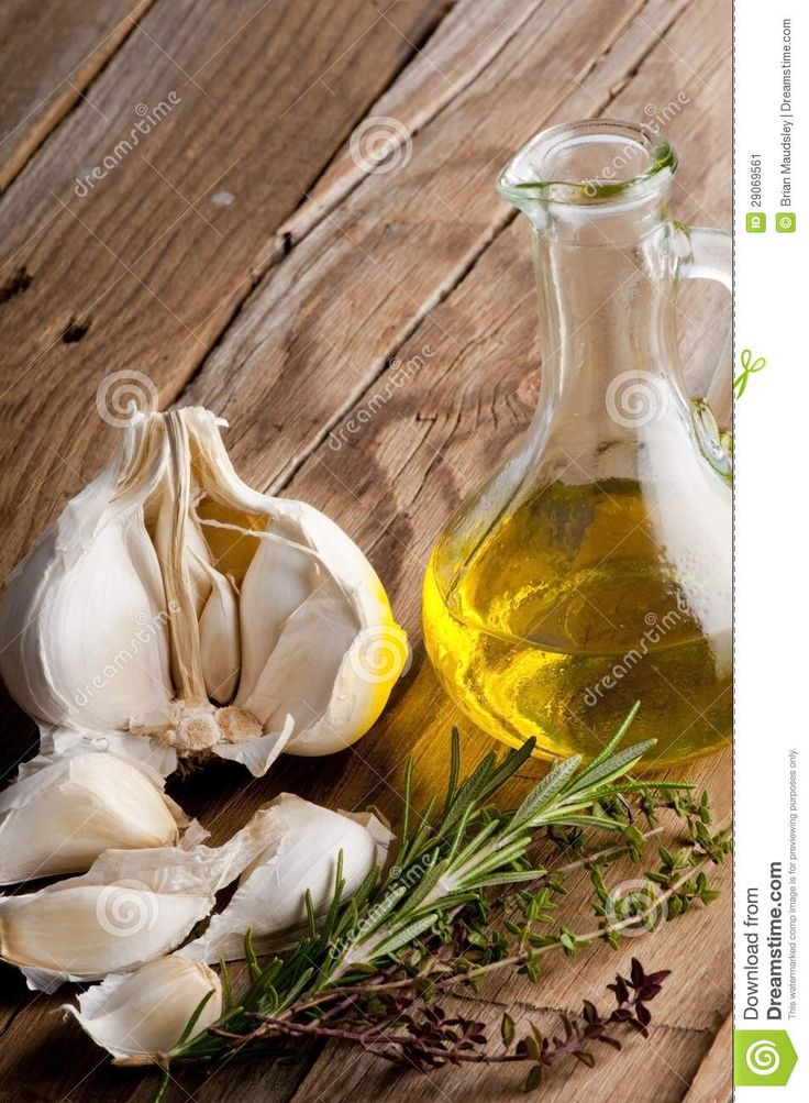 Универсальной заправки для овощей от Светланы Фус >Такая заправка идеально подходит к овощам-гриль, создавая аромат и подчеркивая вкус овощей.  >Для приготовления заправки для овощей, необходимо взять пару зубчиков чеснока, чтобы не было слишком остро, и пропустить их через чесночницу. Добавить в чеснок 1 столовую ложку оливкового масла. По словам диетолога, можно взять любое растительное масло, ореховое или кунжутное — оно будет подчеркивать и дополнять вкус овощей. В полученную смесь…