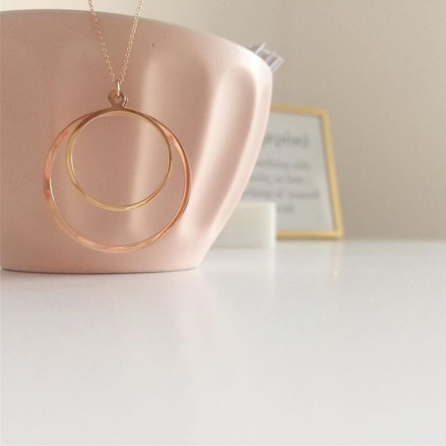 Double circle necklace on www.goldentiara.gr