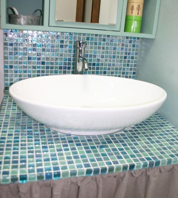 DIYガラスモザイクの洗面台の施工例写真