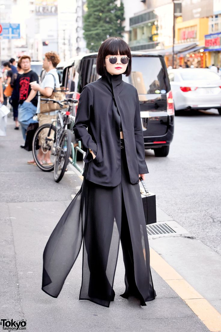 20-year-old Kurumi on the street in Harajuku wearing all black fashion by Yohji Yamamoto and Nadia along with a Moussy box purse. Full Look