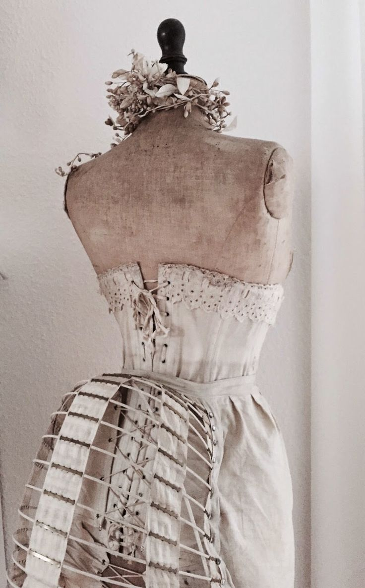 by justys~~~~I just had to pin this photo of this lovely mannequin with a bustle~~~