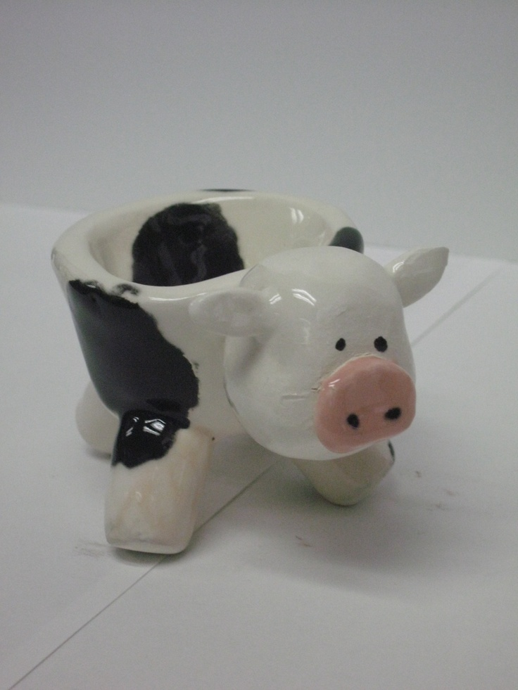 I love this pinch pot. My favorite animal is a cow and I even want to make my kitchen in my future home dairy theme. This is something that would look good in my future home one day.