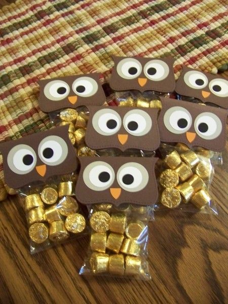 Owl treat bags for fall party, perhaps for elijah's class. He loves rollos