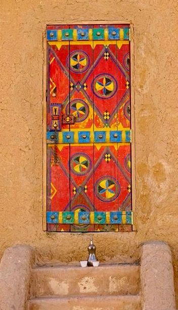 Door in Diriyah, on the outskirts of Riyadh, Saudi Arabia - photo by kathleencroes, via Pikore