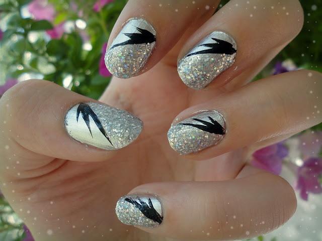 Ida-Marian kynnet / Silver, glitter and black details / #Nails #Nailart