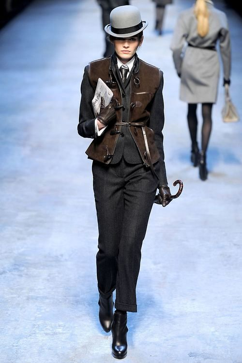 ...but steampunk is passe' even in alt fashion...says one commentator.  I am thinking...no.