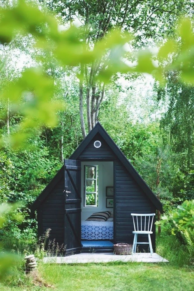 THIS would be MY timeout spot right in the middle of my gardens!