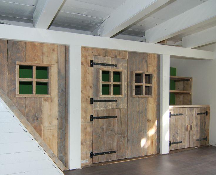 Bedstee annex speelhuisje van steigerhout
