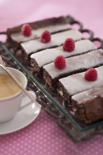 Kakaový koláč s orechmi a rumom   Recepty.sk