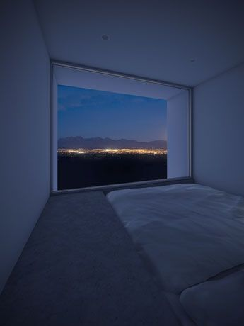 """This family home in California, was designed by Edward Ogosta architecture and is built around four """"towers of sleep."""" In each room, minimized, the window frames a magnificent view of the outside: the sunrise in the east, the mountain range to the south, the city lights to the west and the starry sky at night ."""