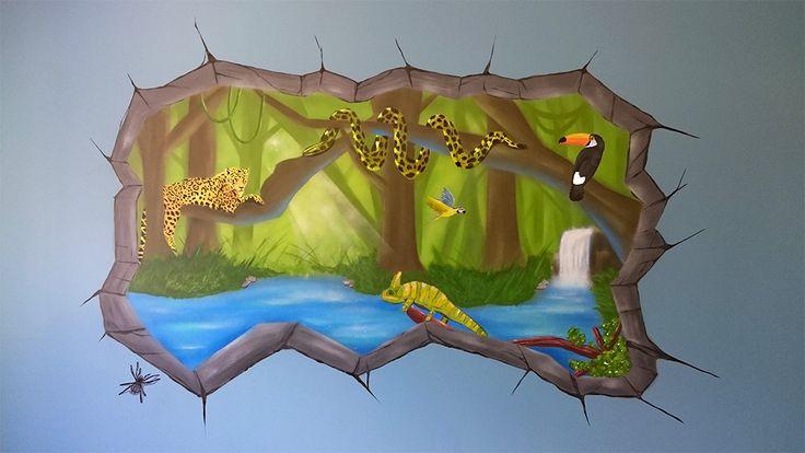 Décoration graff d'une chambre d'enfants sur le thème de la jungle et ses animaux. On retrouve un jaguar, un boa, un perroquet, un toucan, un caméléon et une tarentule.