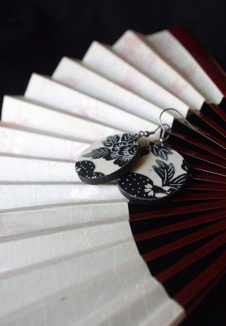 """Beauties from Japan """"Mami"""" - light round wooden earrings with traditional Japanese paper Chiyogami"""