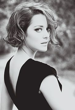 Marion Cotillard chin-length hair.: Haircuts, Girls Crushes, Marioncotillard, Wavy Bobs, Shorts Hair, Hair Cut, Hair Style, Marion Cotillard, Curly Bobs