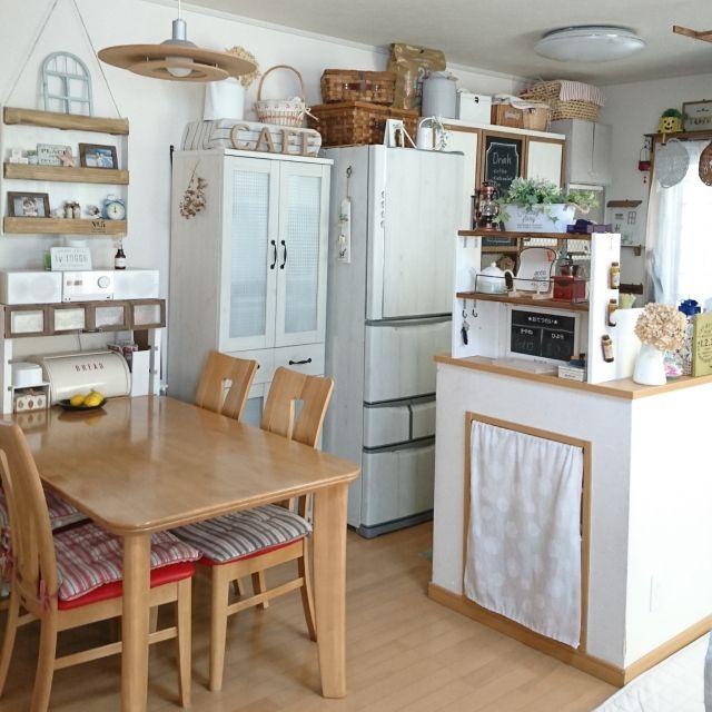 キッチン 食器棚リメイク 冷蔵庫リメイクシート Diy かご収納 などの