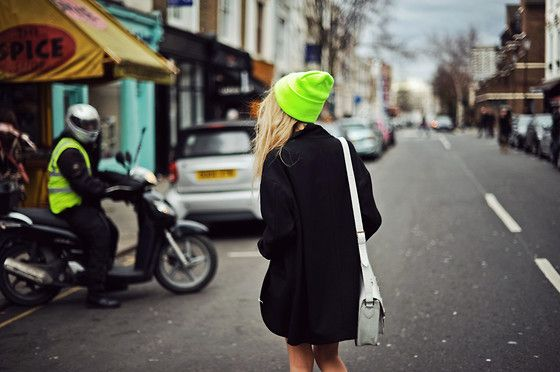 Neon green counts!: Black Coats, American Apparel, Pop Of Colors, Head Of Garlic, Neon Green, All Black Outfits, Neongreen, Bright Colors, Neon Beanie