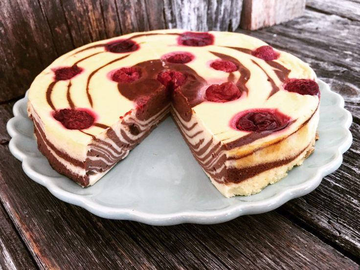 Zebra-Cheesecake low carb! So easy - ihr müsst ihr nur abwarten, bis er gebacken hat und dann geht es los mit dem kohlenhydratarmen Vergnügen!