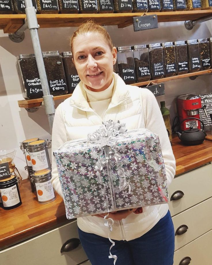 Christmas came early! Our Black Friday prize all wrapped up and off to its new home with its winner Toni Wilks! #blackfriday #prize #christmaspresent #edgcumbes #edgcumbescoffeeandtea