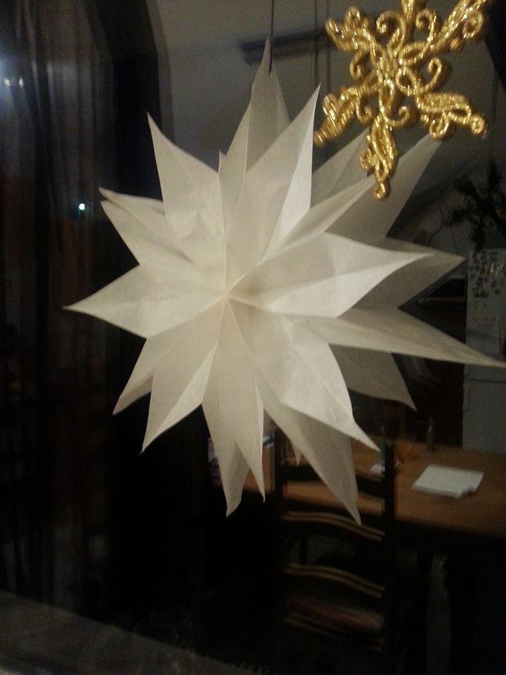 papier weihnachtsstern schnell gebastelt aus fr hst ckst ten paper christmasstar. Black Bedroom Furniture Sets. Home Design Ideas