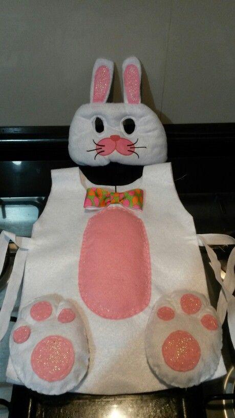 Disfraz de conejo. Mandil de fieltro.