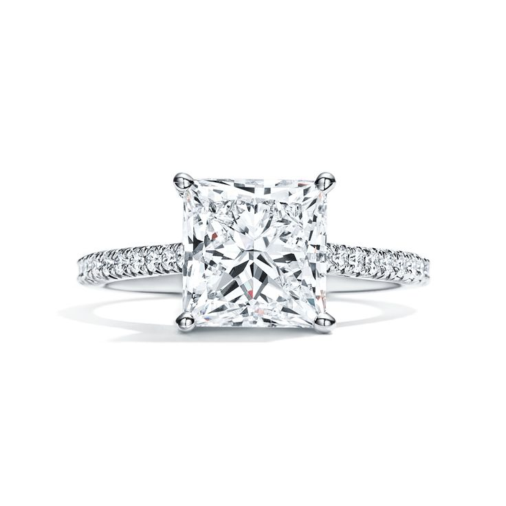 Romantic and modern. The Tiffany Novo® princess cut engagement ring.