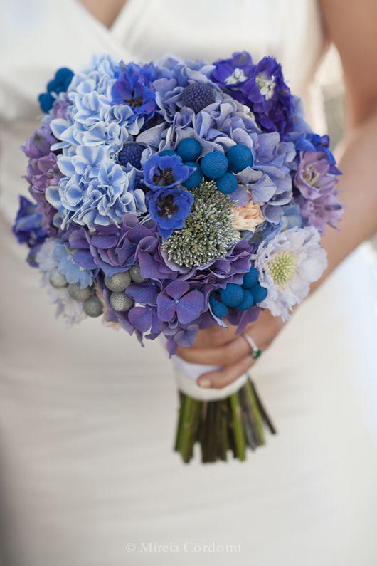 Ramo de novia con hortensias en tonos azules {Foto, Mireia Cordomi | Ramo, Bornay}