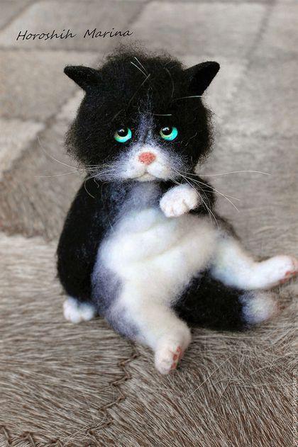 Купить или заказать Котик Марсик. в интернет-магазине на Ярмарке Мастеров. Котик выполнен полностью из шерсти. Глазки стеклянные ручной работы. Марсика можно слегка расчесывать. __Игрушка зарезервирована__ Доставка включена в стоимость.