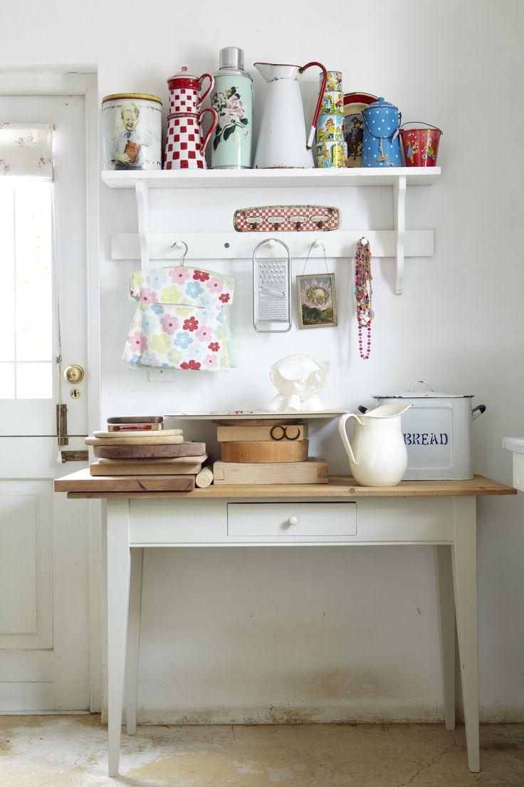 Vintage kitchenware - Cut Little Shabby Kitchen Area