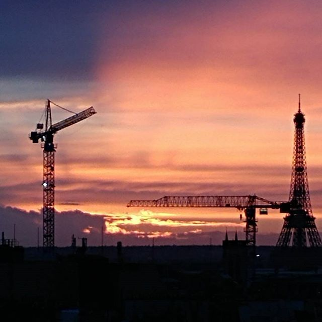 Paris, Tour Effel #paris #toureffeil #centrepompidou #sunshine #sunset #afterrain #evening #iloveparis #ig_artistry #ig_paris #artlover #museumlover