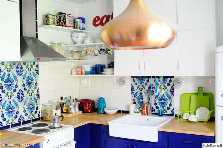 keittiö,remontti,50-luku,rintamamiestalo,kierrätys,kirppari,tee-se-itse,sininen,valkoinen