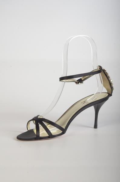 70102G32 Sandales en soie noires à talon 7cm