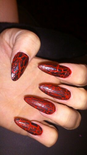 Gothy, red and black crackle nails #Halloween