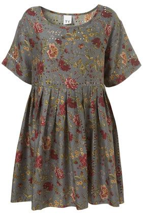 This floral dress is a complete must have, a piece that you can dress both up and down and practical