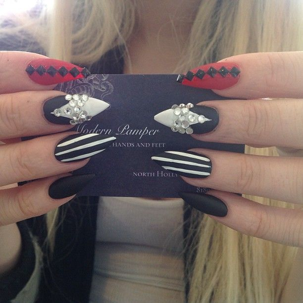 Usually I can't stand stiletto nails, but these caught my eye and I had to make an exception :)