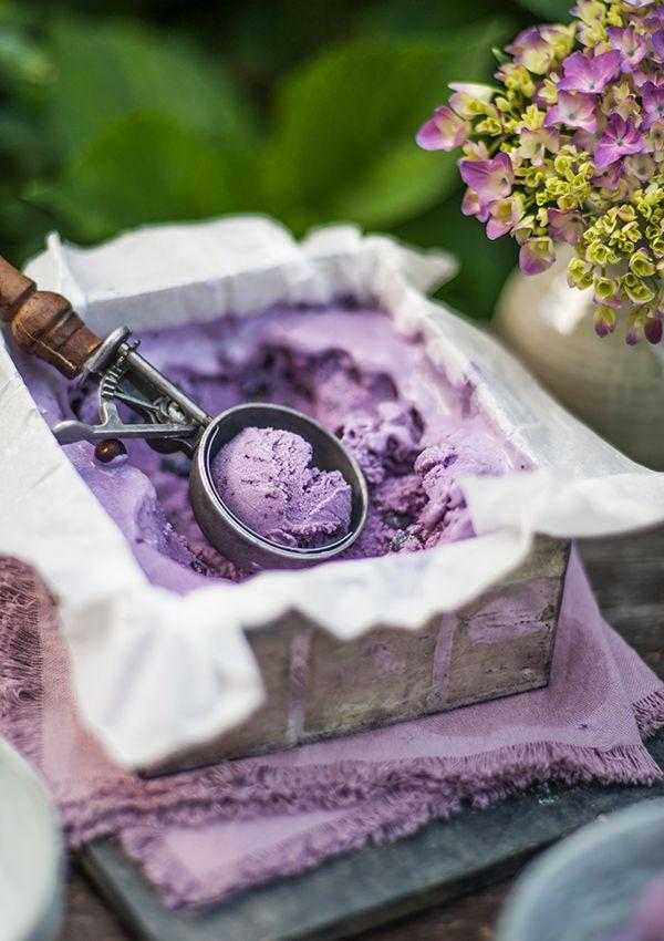 Blueberry Buttermilch Icecream (http://fraeulein-gluecklich.blogspot.com.ar/2016/07/ich-hab-so-uberhaupt-keine-zeit.html)
