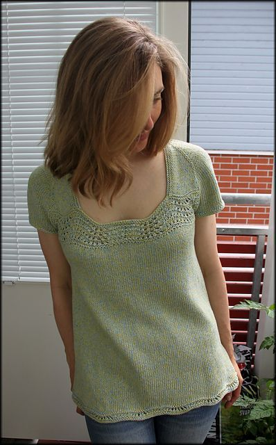 Ravelry: Project Gallery for Buttercup pattern by Heidi Kirrmaier. Free pattern - Kostenloses Muster für Buttercup T-Top von Heidi Kirmaier -