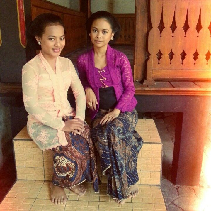 These are real traditional Javanese kebaya. Not modified kebaya, not modern kebaya.