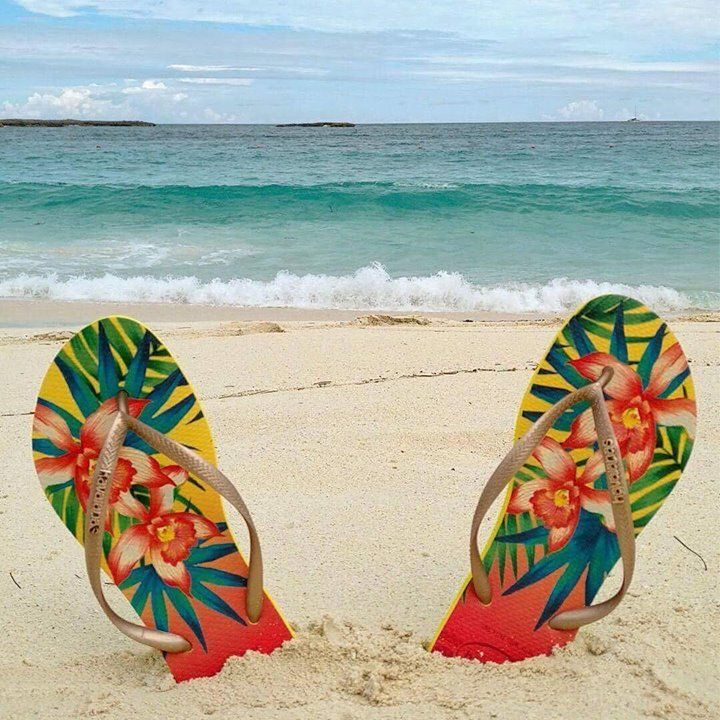 Havaianas sand and sunshine    Available in stores & on the e-shop   http://bit.ly/Havaianas-SS18
